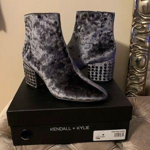 NIB Kendall+Kylie Blythe gray velvet studded boots